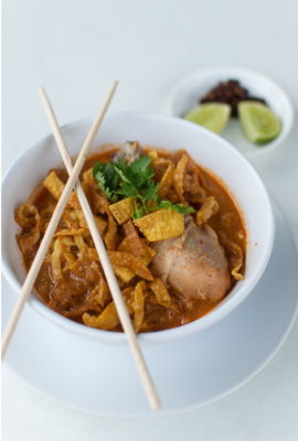 Khao Soi / Egg noodles soup with chicken